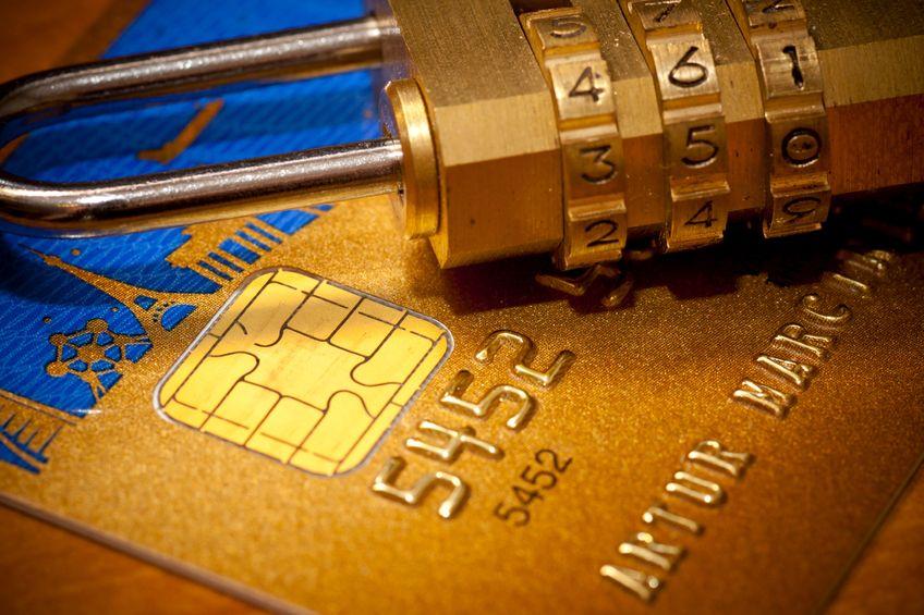 Hitelkártya előnyei, bankkártya, lakat